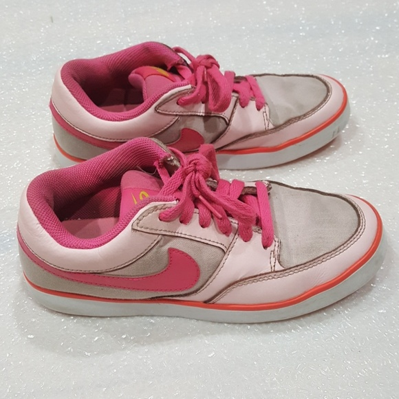 Nike big girl shoes size 5 youth